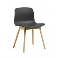 Chaise AAC12 de Hay, Piétement en chêne, Soft black - Mat laqué