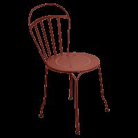 Chaise LOUVRE de Fermob, ocre rouge