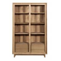 Bibliothèque WAVE d'Ethnicraft , 2 portes vitrées coulissantes / 2 tiroirs, Chêne