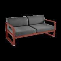 Canapé BELLEVIE de Fermob, coussin gris graphite, Ocre rouge