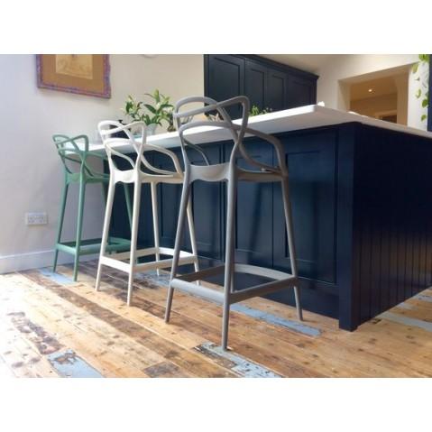 tabouret masters stool de kartell 2 tailles 5 coloris. Black Bedroom Furniture Sets. Home Design Ideas