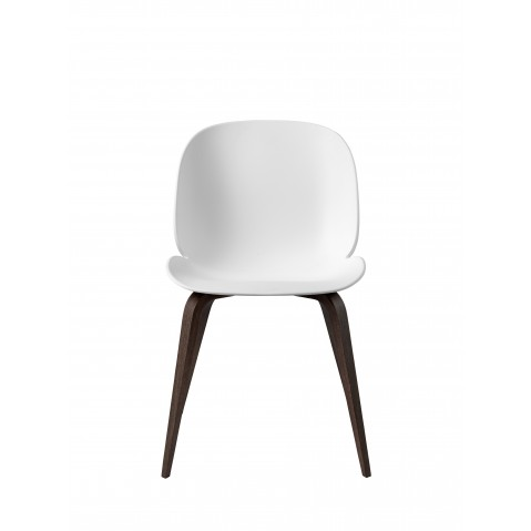 Chaise BEETLE unupholstered Wood base de Gubi, Pieds Chêne Smoke, Blanc