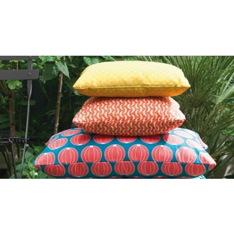 coussin bananes 70 x 70 cm envie d 39 ailleurs de fermob bleu turquoise. Black Bedroom Furniture Sets. Home Design Ideas