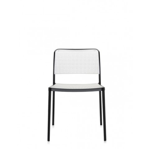 Chaise audrey de kartell noir et blanc for Chaise noir et blanc