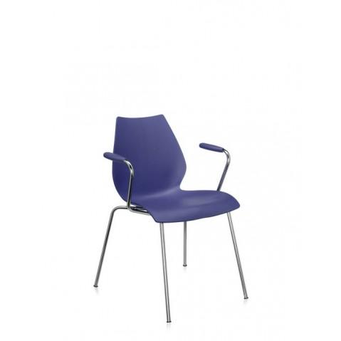 Chaise avec accoudoirs maui de kartell bleu marine for Chaise de jardin bleu marine