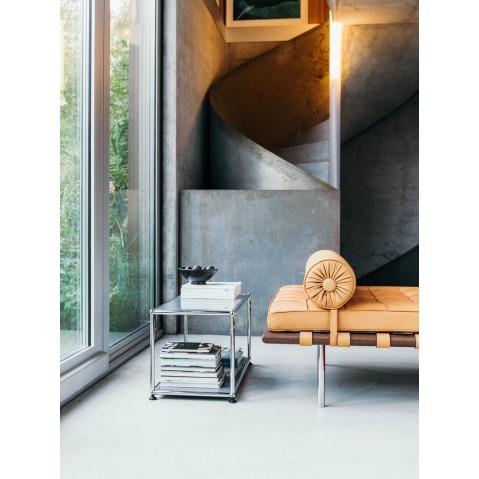 petite table basse carr e usm haller m17 rouge rubis. Black Bedroom Furniture Sets. Home Design Ideas