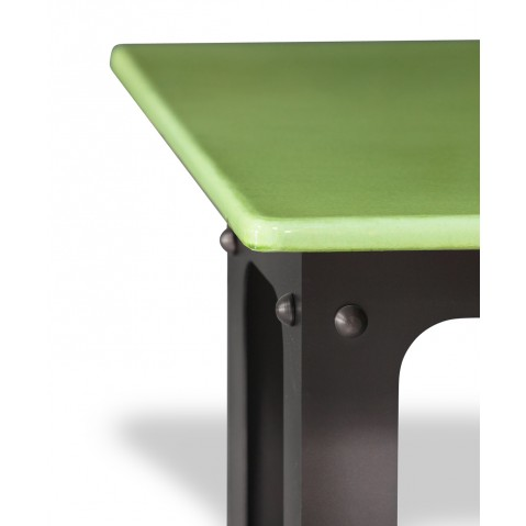table en pierre de lave maill e pied loft vert pomme. Black Bedroom Furniture Sets. Home Design Ideas