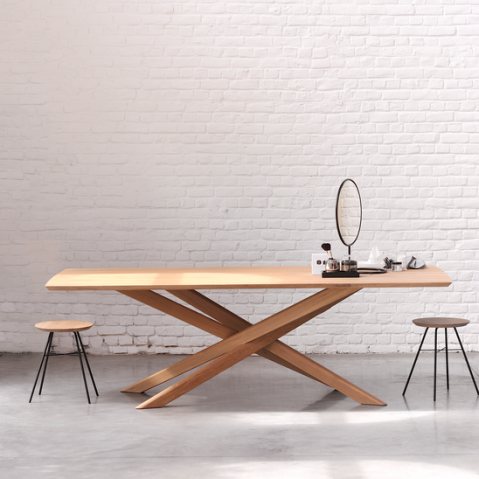 Table mikado en ch ne d 39 ethnicraft for Meuble design belge