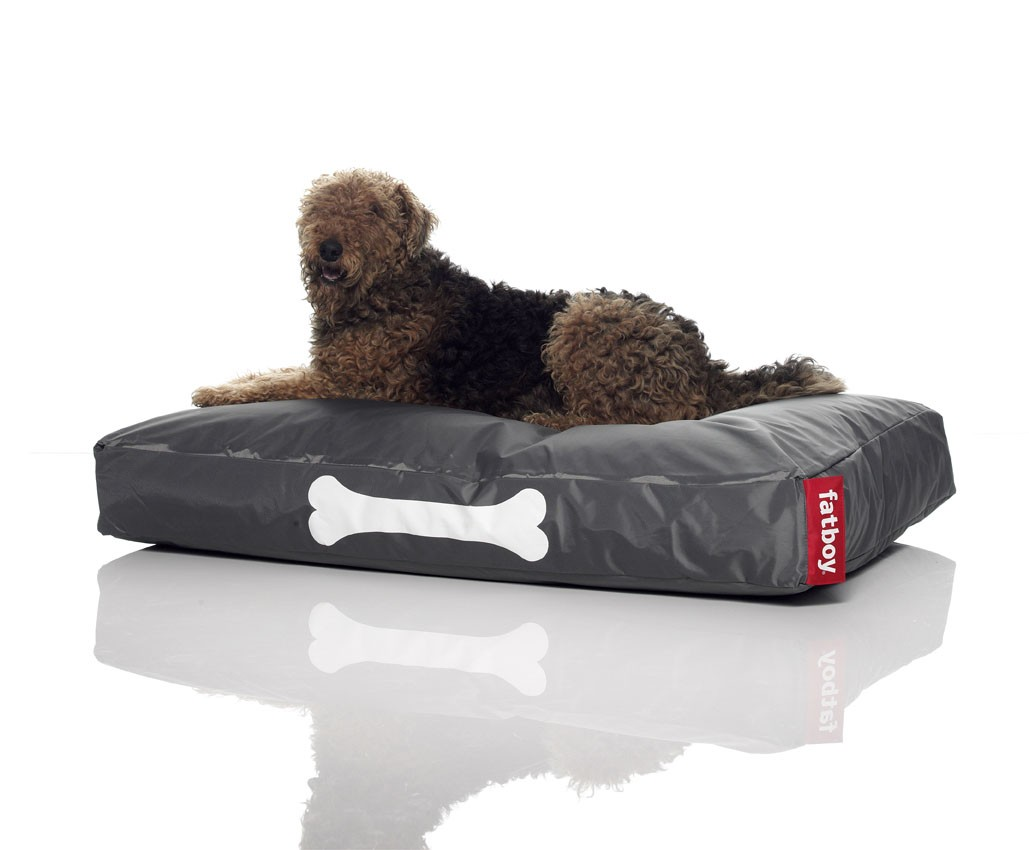 matelas pour chien gris et rouge. Black Bedroom Furniture Sets. Home Design Ideas