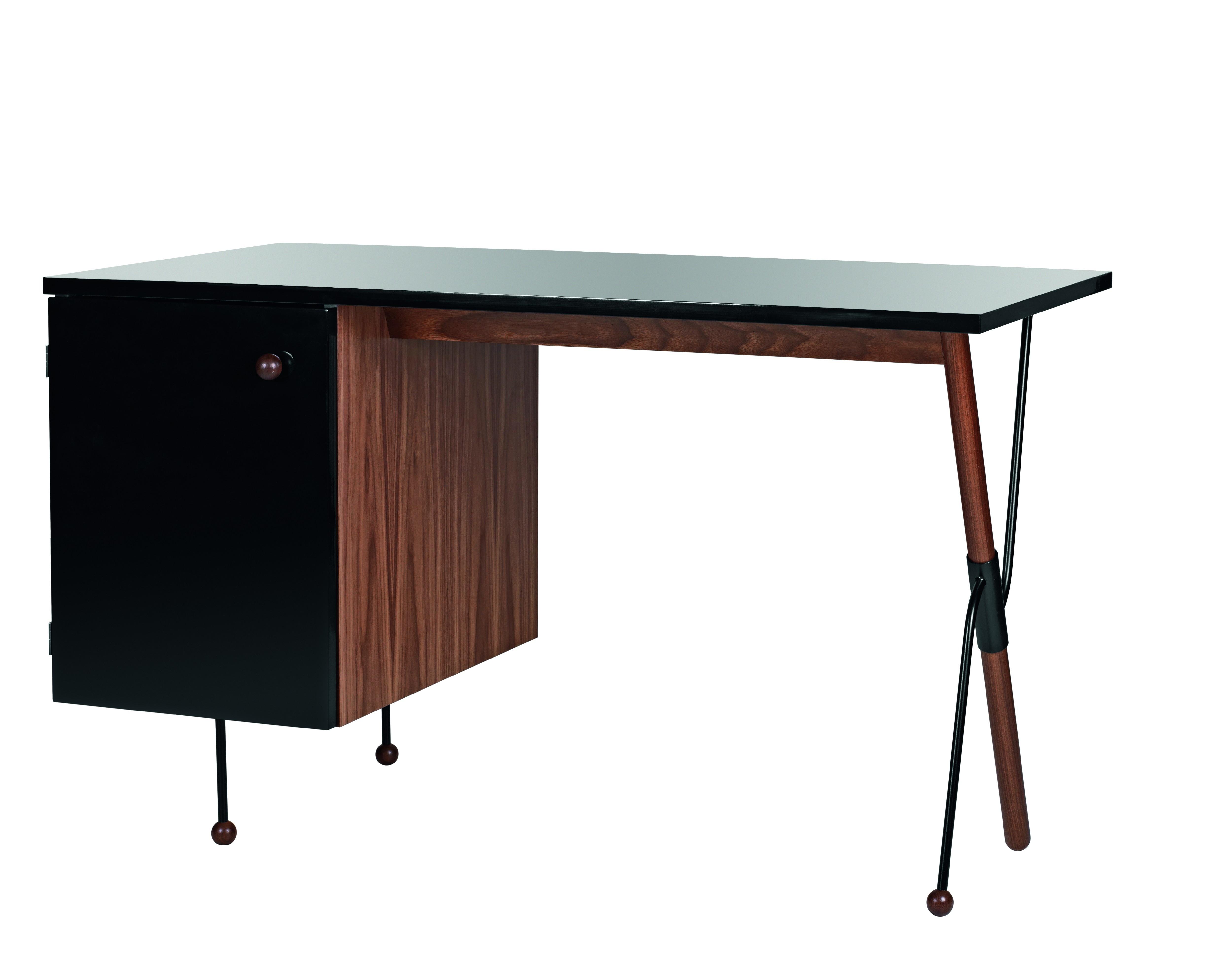 bureau 62 en noyer de gubi mod le d 39 exposition. Black Bedroom Furniture Sets. Home Design Ideas