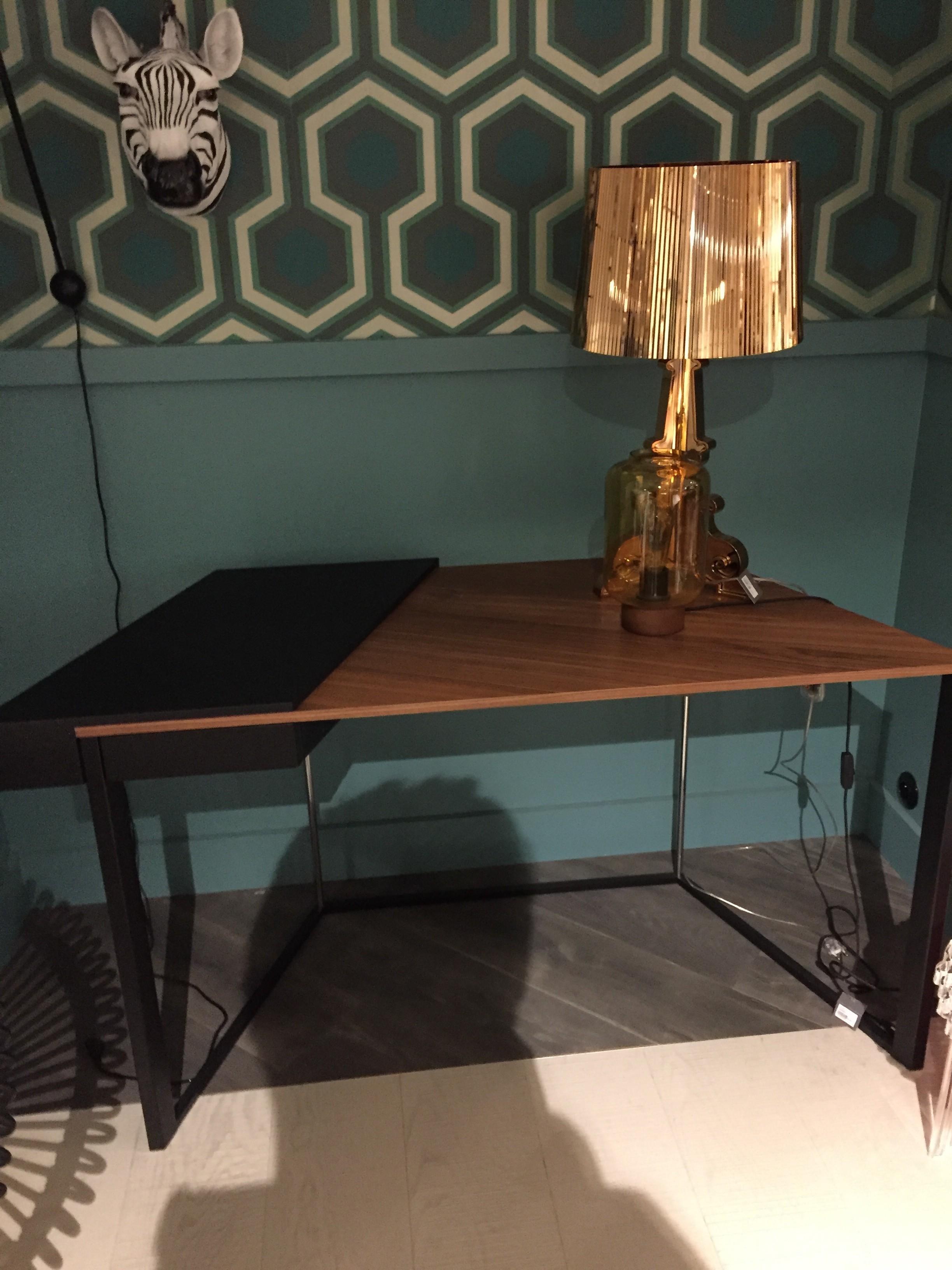 bureau clairon de cattelan italia mod le d 39 exposition. Black Bedroom Furniture Sets. Home Design Ideas