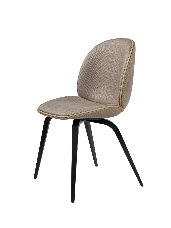 Chaise beetle wood fully upholstered avec pieds en bois de gubi - Chaise avec pied en bois ...