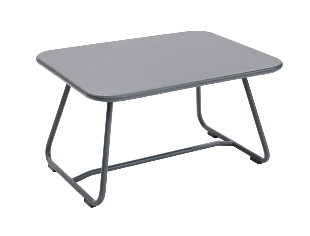 Table basse sixties de fermob gris orage for Table basse fermob