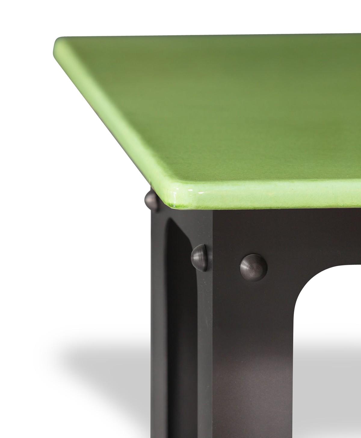 table en pierre de lave maill e pied loft vert pomme. Black Bedroom Furniture Sets. Home Design Ideas