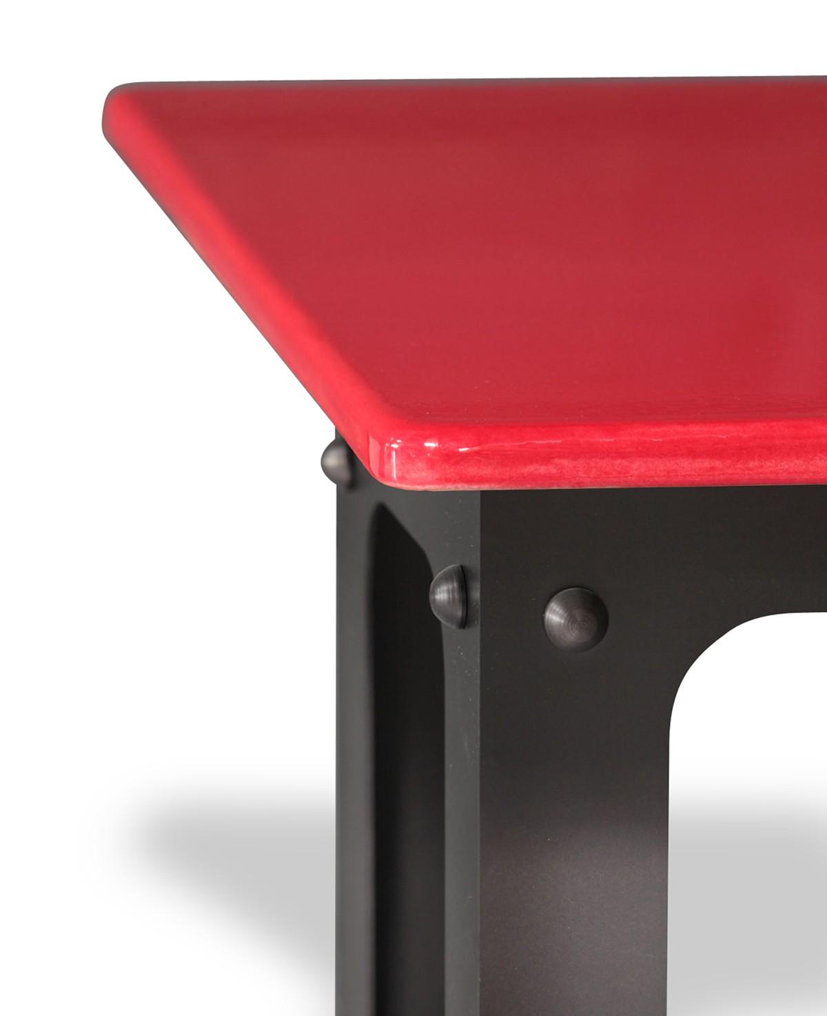 Table en pierre de lave maill e pied loft rouge - Table en pierre de lave ...
