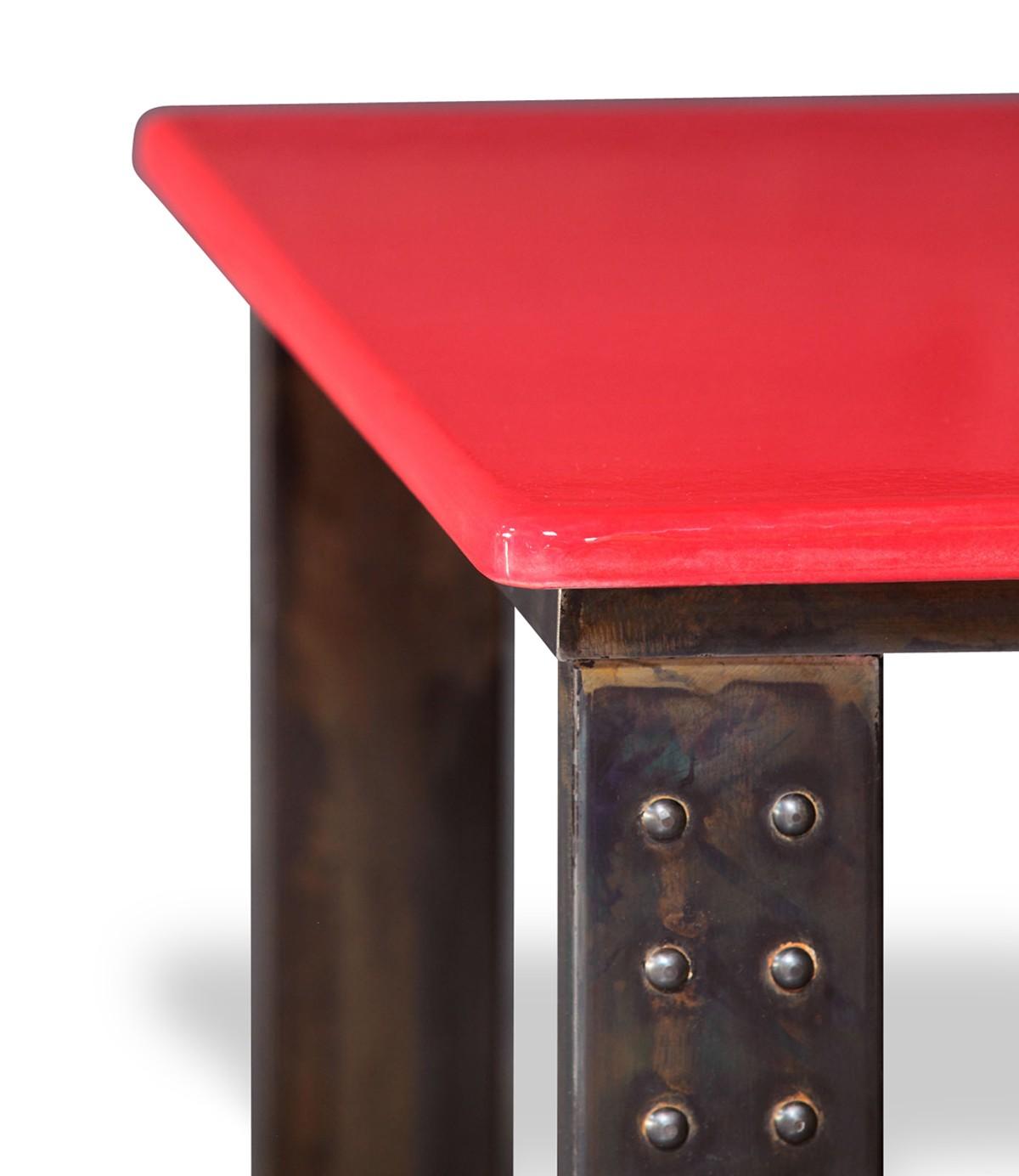 table en pierre de lave maill e pied atelier rouge. Black Bedroom Furniture Sets. Home Design Ideas